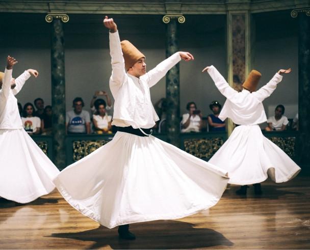 卡帕多奇亚的旋转舞表演