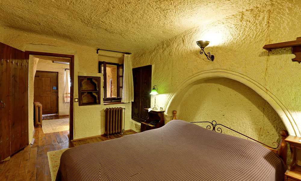 Room 105 (Hall)