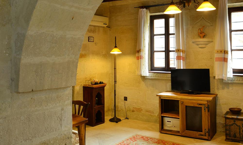 Room 107 (Stone Mansion)