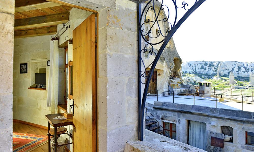 204  -  полулюкс с балконом и камином