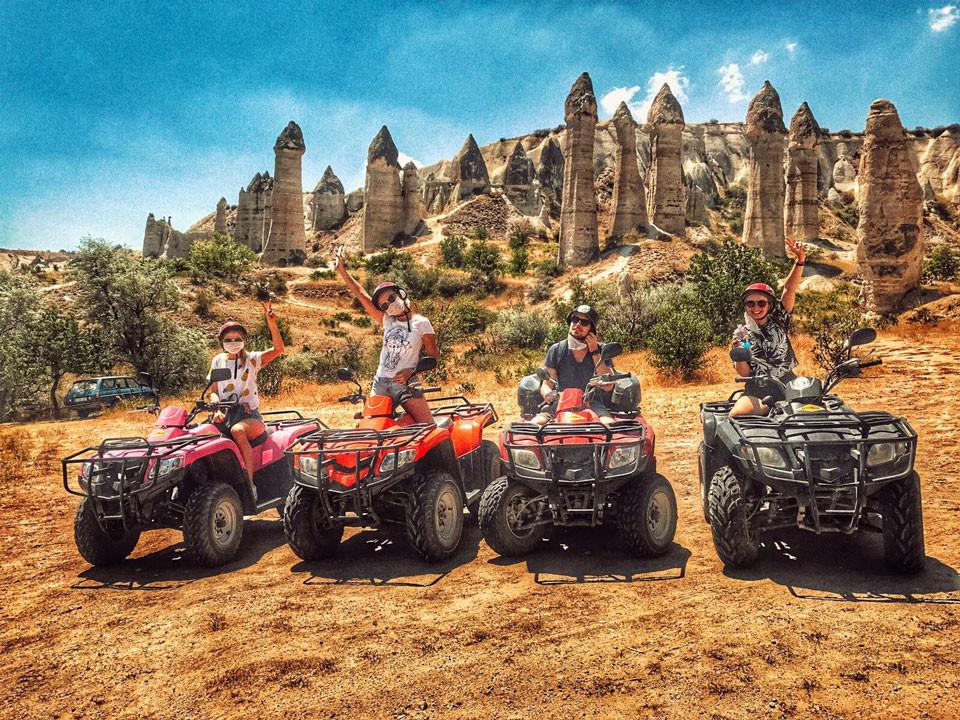卡帕多奇亚山谷间的ATV之旅