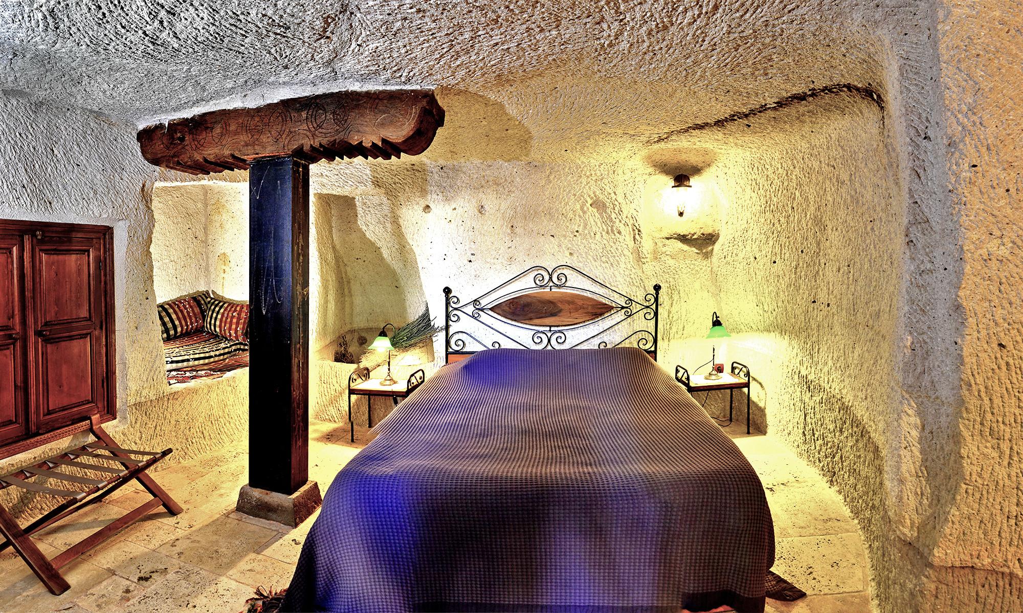 112 Семейный номер в пещере